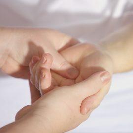 hands-1327811_1920